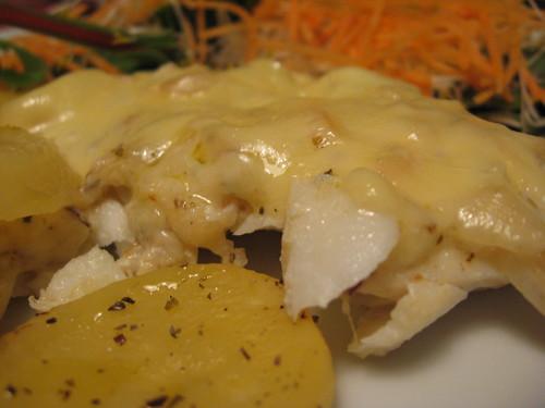 Bacalhau fresco com batatas e queijo