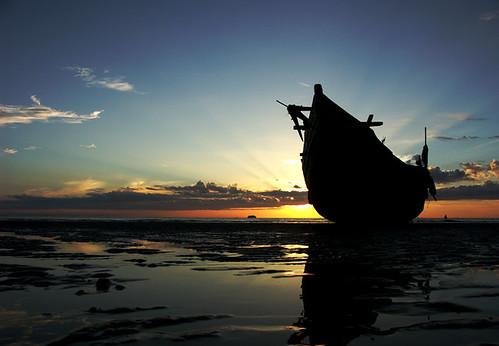 Bình minh biển Thiên Cầm