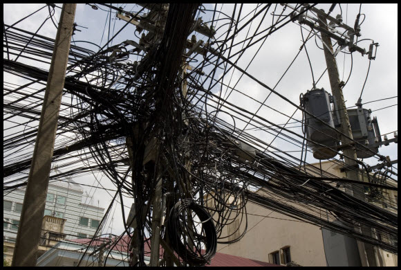 A gallery of electrical cabling gone wild - Pingdom Royal