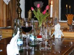 Was ist ein Essen ohne Wein (FRank8233) Tags: farmhouse dinner germany deutschland hotel fenster tisch herd wein abendessen mecklenburg kochen gutshaus accessoir ehmkendorf kruterhotel