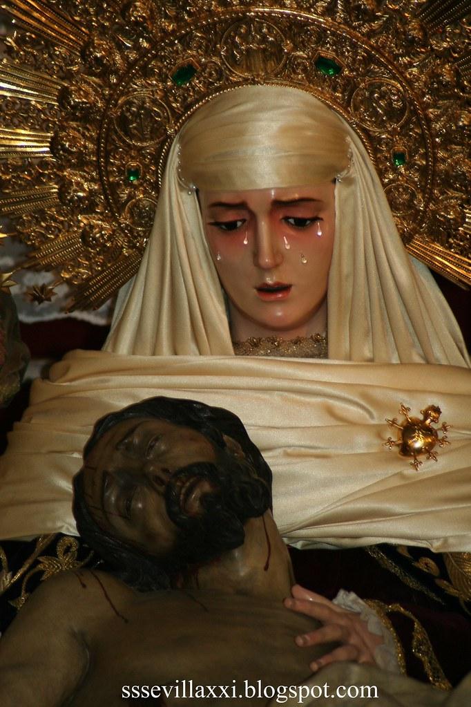 Nuestro Padre Jesús Descendido de la Cruz en el Misterio de su Sagrada Mortaja y Nuestra Señora de la Piedad.