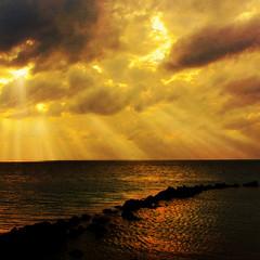 shaft of light (nene-aneON - OFF)) Tags: friends sunset sea japan landscape naturesfinest theunforgettablepictures thesuperbmasterpiece saariysqualitypictures worldsartgallery redmatrix magicunicornverybest coppercloudsilvernsun