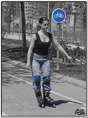 skating beauty / belleza patinando (manolo guijarro) Tags: girl beautiful nikon chica skating rollerblade patinando d90