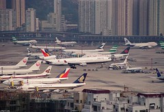 KAI TAK - A310, A320, A330, A340, 742, 743, 744, 763, MD-11 (Daryl Chapman Photography) Tags: canon hongkong amazing airbus boeing douglas 747 a330 jal a340 767 unitedairlines md11 747400 varig vietnamairlines kaitak cathaypacific singaporeairlines mcdonnell aeroflot aircanada japanairlines 767300 747200 763 747300 airhongkong oldscheme