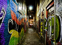 Graffitis Bajos (Pankcho) Tags: holland netherlands colors amsterdam wall night painting pared graffiti alley colours shot bricks colores explore nocturna holanda walls nederlands ladrillos paredes pintura graffitis callejón pasaje 20tffotografíadecalle