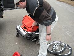 Folding the Zigo Leader (zigoinc) Tags: baby sports stroller trailer fitness zigo bakfeits carrierbicycle