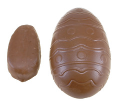 Reese's Peanut Butter Egg (regular vs giant)