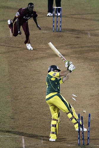 Jerome Taylor nails Brad Hogg and completes his hatrick en route to a 10 run win-Australia vs WI Mumbai ICC Champions Trophy 2006