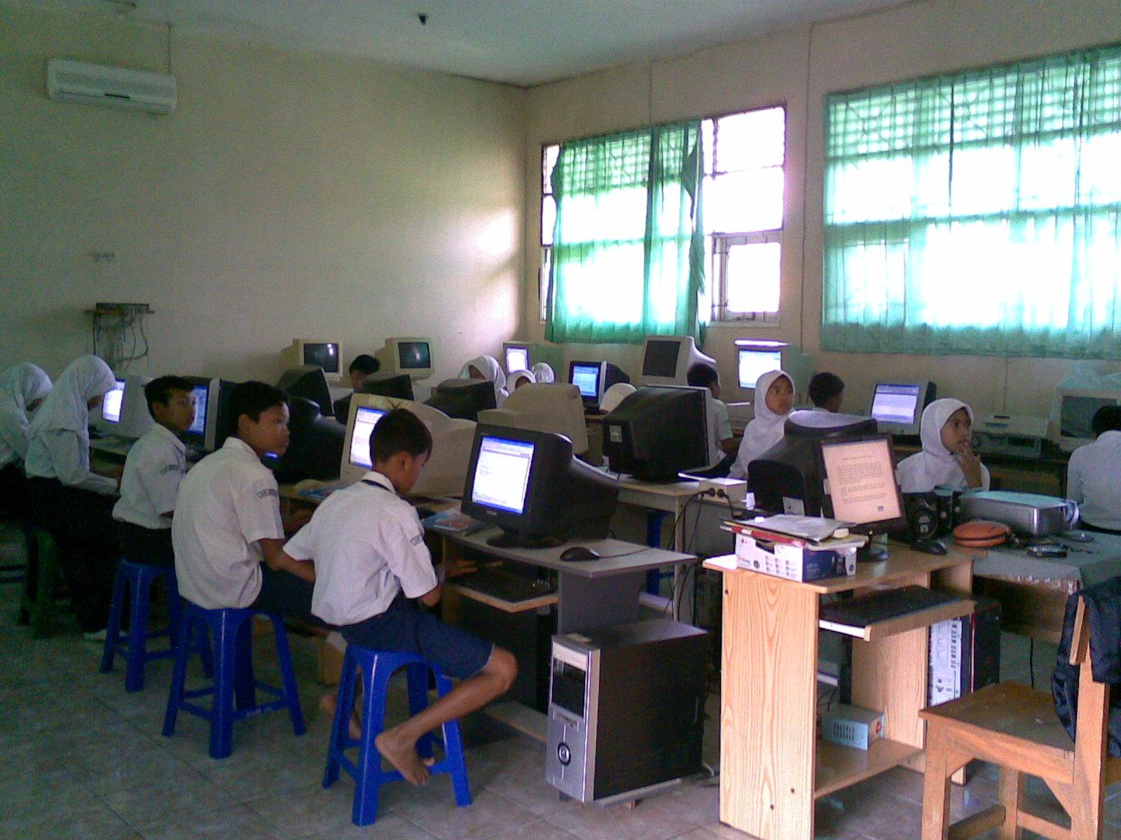 Suasana Praktek Komputer