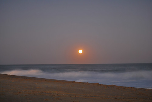 Moonrise at the beach