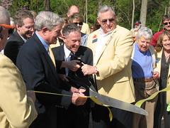 Senator Bond and Mayor Hindman cutting the ribbon at MKT Plaza