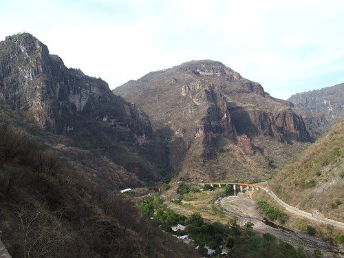 The canyon & railway at Temoris