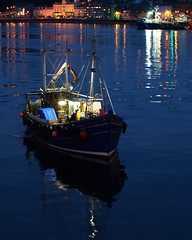 Village Belle IV in Oban Bay (dunard54) Tags: dusk f14 argyll sigma oban ringer fishingboat trawler gloaming 30mm ringnetter villagebelleiv