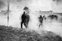 (Hughes Lglise-Bataille) Tags: topf25 smoke protest gaz police gas demonstration prison jail tear warden maison blockade 2009 agents manifestation fleury fume arrt blocage gardiens lacrymogne lacrymo mrogis pnitentiaires