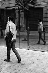 Duplex (Gianluca Nuzzo) Tags: barcelona white black reflection girl walk double duplex bianco nero ragazza riflesso doppio passeggiata strret