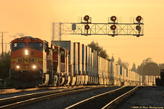 Sunset at Highland Avenue (El Roco Photography) Tags: california railroad sunset santafe station train canon rail trains socal transportation locomotive orangecounty ge fullerton bnsf railroads freighttrain emd atsf burlingtonnorthernsantafe fullertoncalifornia es44dc canonef100400mmf4556lisusm alltrains stacktrain bnsfrailroad burlingtonnorthernsantaferailroad movingtrains elrocophotography