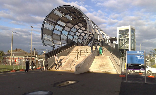 POTD: Footscray's brand new bridge won't fit the new platforms