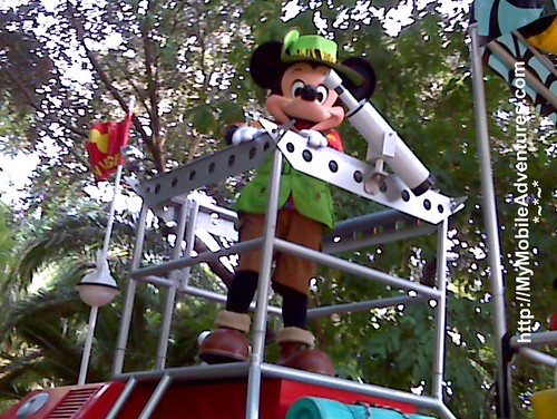 IMG01411-DAK-parade-Mickey-Mouse