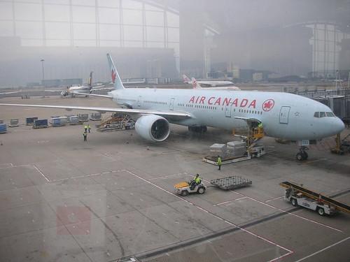Air Canada 777-300ER C-FITW