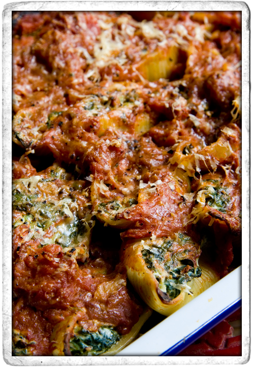 :: Spinach and Riccotta Stuffed Pasta Shells