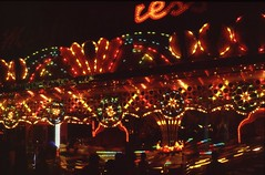 Erie County Fair - August 1995, rides (Guenther Lutz) Tags: red summer usa night lights buffalo kodak hamburg august impact northamerica amusementpark rides newyorkstate 1995 filmcamera slides northeast ektachrome e6 eriecountyfair transparencies wny kodakektachrome filmscanner epz plustekopticfilm7200i ektachrome100x