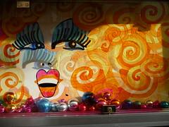 Chez MICHOU (valkiribocou) Tags: paris france face painting lumix montmartre peinture panasonic cabaret boule visage spectacle michou buttemontmartre chezmichou boulesdenoël valkiribocou parisgeotagged