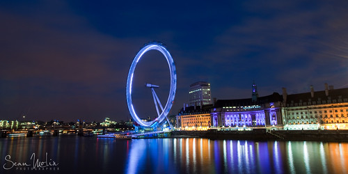Moving Eye Over The River Thames