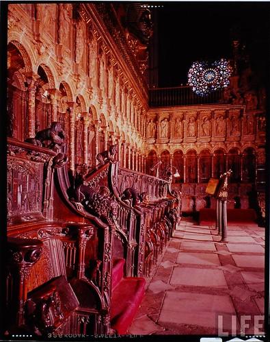 Interior de la Catedral de Toledo en 1963. Fotografía de Dmitri Kessel. Revista Life (12)