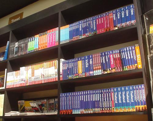 06.書店裡滿滿的Lonely Planet