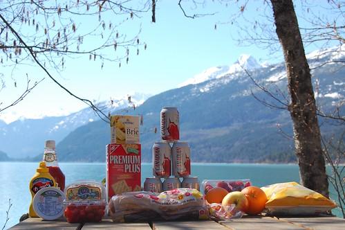 Picnic = Öl, kex, ost, korv, jordgubbar.