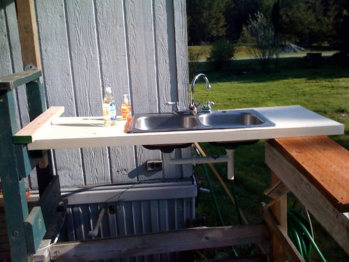 Sink works great, notice the fancy plumbing, complete with hose and drain? :)