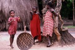 enfants kenyans (ixos) Tags: africa people rouge nikon village kenya attitude portraiture enfants posture peuple afrique tribu chidren ixos ethnie unlimitedphotos