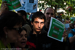 (Hughes Lglise-Bataille) Tags: paris france students iran protest embassy demonstration elections 2009 manif manifestation ambassade lections etudiants ahmadinejad moussavi elctions mousavi