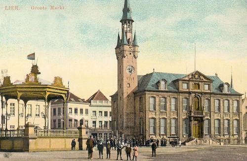 Stadhuis en kiosk