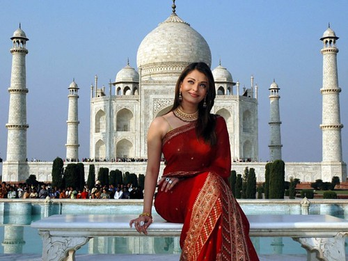 photo of Aishwarya Rai in front of the Taj Mahal, the eighth wonder of the world