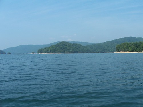 beautiful mountains on lake jocassee
