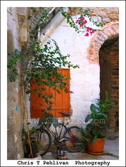 Mesta,Chios/Greece (CTPPIX.com) Tags: old trip travel summer vacation building window bicycle architecture canon island greek eos town tour village urlaub aegean hellas ivy greece journey 7d flowerpot gr ctp excursion 2010 chios flowrs griekenland griek hios hellenic greekisland dailytrip xios bisiklet sakiz medievalvillage mesta grek khios christpehlivan ctppix sakizadasi xioy kanaristour northchiostour