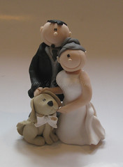 Couple with dog (Bettys Sugar Dreams) Tags: dog cakes cake deutschland groom bride diy couple labrador handmade hamburg creative polymerclay fimo hund figurines caketopper bridegroom magazin matrimonio hochzeitstorte tutorial sposi anleitung inprint polymer presse kreativ braut cakedecoration cakedecorating individuel polyclay noivinhos brautpaar hochzeitstorten individuell sposini weddingstyle tortendeko motivtorte tortenfiguren tortenfigur bettyssugardreams fimofigur sugardreamsde bettinaschliephakeburchardt tortendesign butigam tortentop