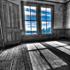 Picture Windows (jrobfoto.com) Tags: door wood trees shadow sky bw house window georgia square fireplace flickr floor nolan hard picture cotton plantation hdr hardwood trespassing plantationhouse bostwick omot nolanhouse jonathanrobsonphotographycom viapixelpipe