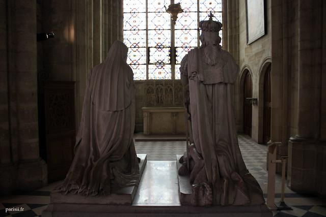 Pour toutes ces splendeurs, la basilique de Saint Denis est un monument que chaque français se doit de visiter une fois dans sa vie!