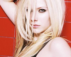 posa sexi (thebestdamn360) Tags: avril lavigne