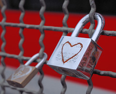 solid love for ever ! (Werner Schnell Images (2.stream)) Tags: bridge red love train hearts rouge grid cadenas heart lock cologne kln coeur amour locks grille brcke schloss padlock herz amore liebe grids pp grilles solid werner ws schnell coeurs hohenzollernbrcke abigfave liebesschlsser lucchettidamore wernerschnell wernerschnellimages amorchetti