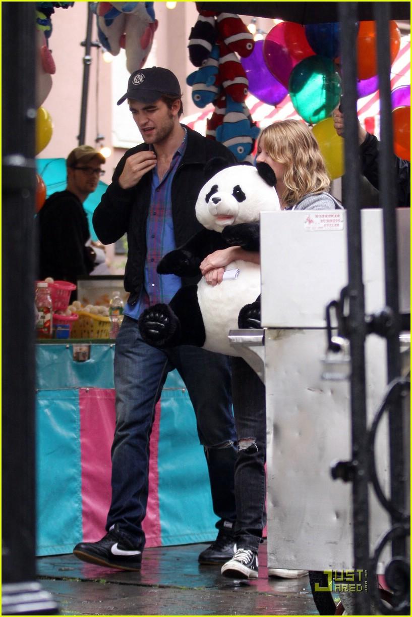 oso panda de peluche Robert Pattinson y Emilie de Ravin