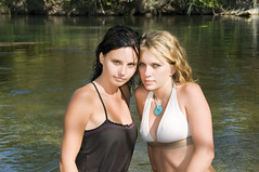 Julie & Cecile (James Desauvage) Tags: wet girl pose eau pretty chica posing belle brunette fille brune wate mouile