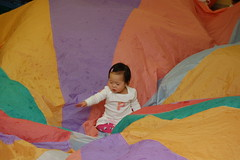 Aki loves being in the middle of the parachute