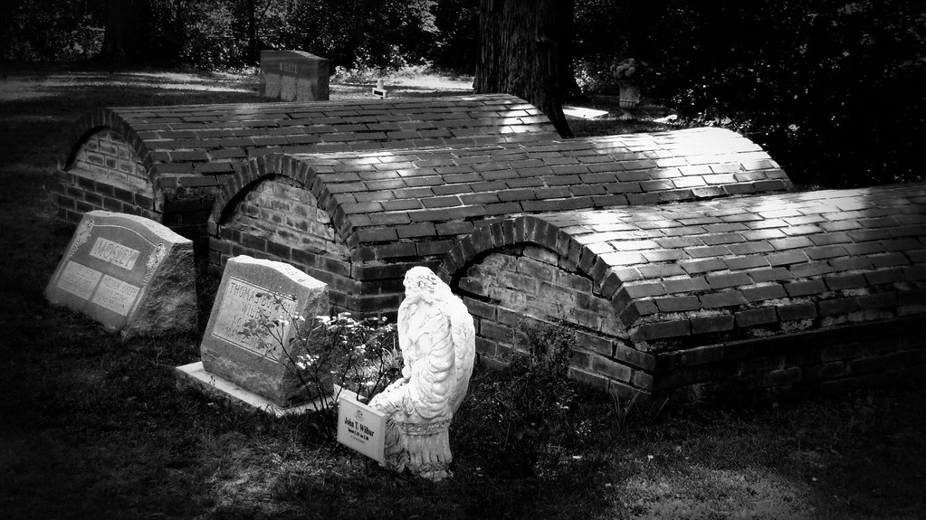 Three Crypts and an Angel - Peoria Cemetery Orange Park FL