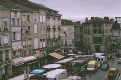 Limoges in the Morning (Ludovic Macioszczyk Photography) Tags: limoges morning canon ae1 135 fuji 1600 iso market ludovic macioszczyk analog photography film pellicule france light no flash fd 50mm 18 vintage camera photo photographie argentique december grain keep alive ludos photographs 2008 superia 35mm life shoot art people limousin 87 colors color picture world photographe m exposure ngatif dveloppement scan 1 2 3 4 5 6 7 8 9 appareil lumire vie pic true  tag monde earth asa flickr