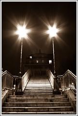 Deux toiles dans le ciel !   Two stars in the sky ! (neoweb001   www.julientordjman.fr) Tags: paris strange stairs canon star bp 2009 etoile escalier trange 450d baladeparisienne julientordjman baladesparisiennes