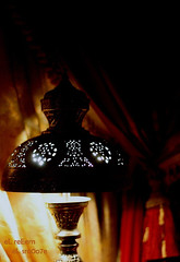 ~ بـيني وبـينك غـربتن كـنها الـليل ~ (eL reEem eL sro0o7e ♥) Tags: red lamp yellow metal canon 50mm antique curtain d450 elreeem elsrooo7e