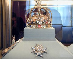 fr03b078 Crown Jewels, Louvre Museum, Paris France 2003 (CanadaGood) Tags: 2003 blue red paris france color colour green art museum french gold europe artgallery louvre diamond jewellery 2000s canadagood